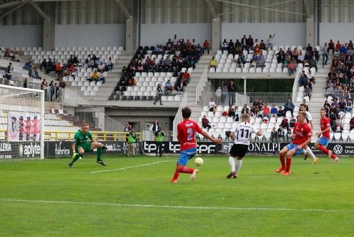 El gol se le resiste al Burgos