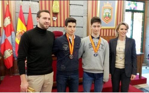 La concejala de deportes Lorena de la Fuente recibe a nuestros cadetes subcampeones de España