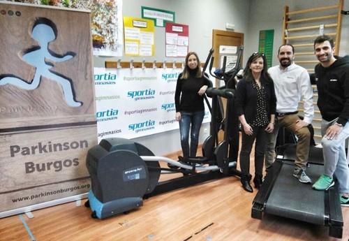 Sportia dona equipamiento profesional a la asociación de Parkinson de Burgos